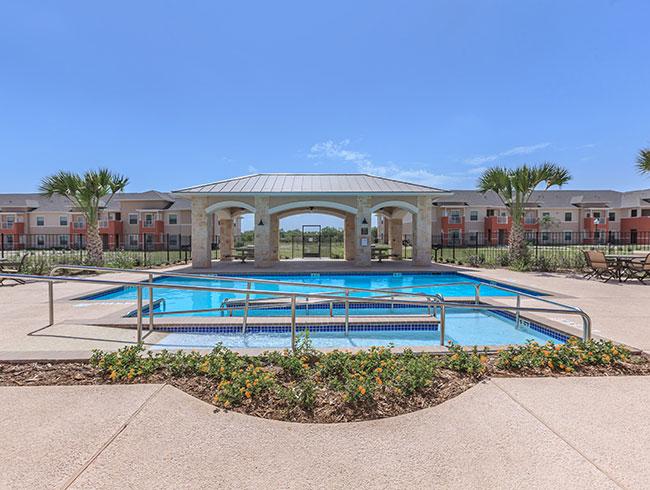 La esperanza de alton apartments in alton tx for Alton swimming pool opening times